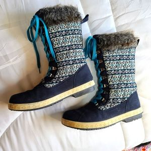 Blue lace up winter boots 8.5